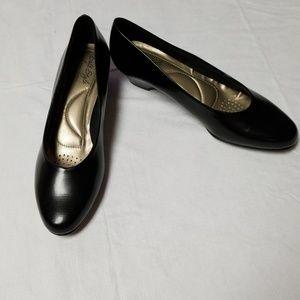 Soft style hushpuppies Angel II black short heel
